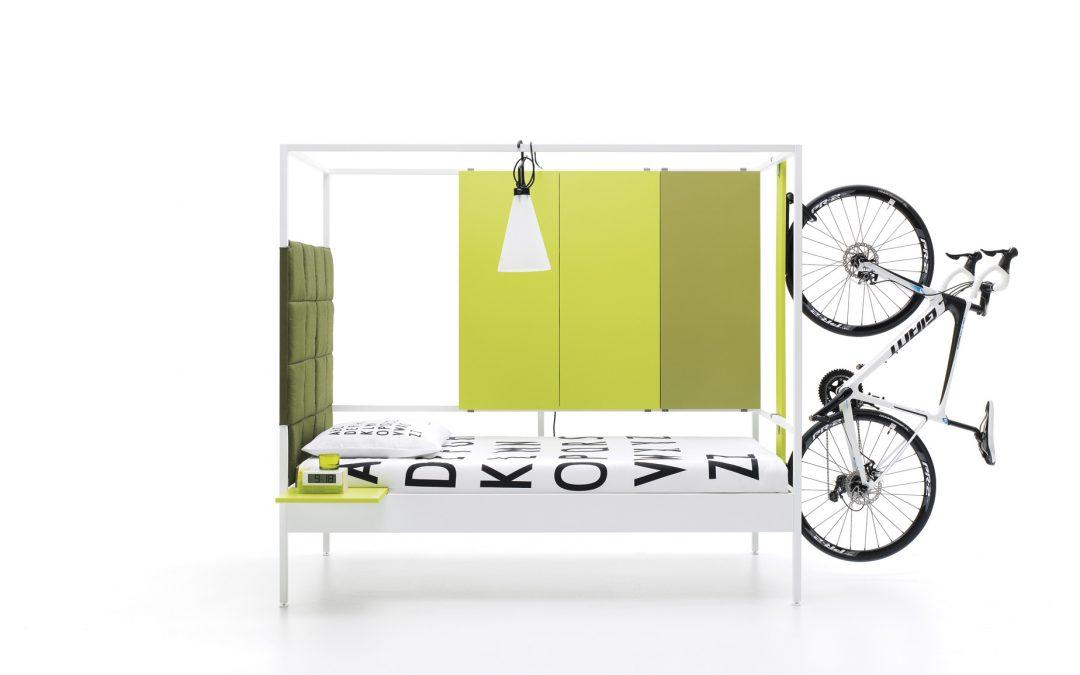 Cama de diseño con dosel, contenedores y soporte bicicleta