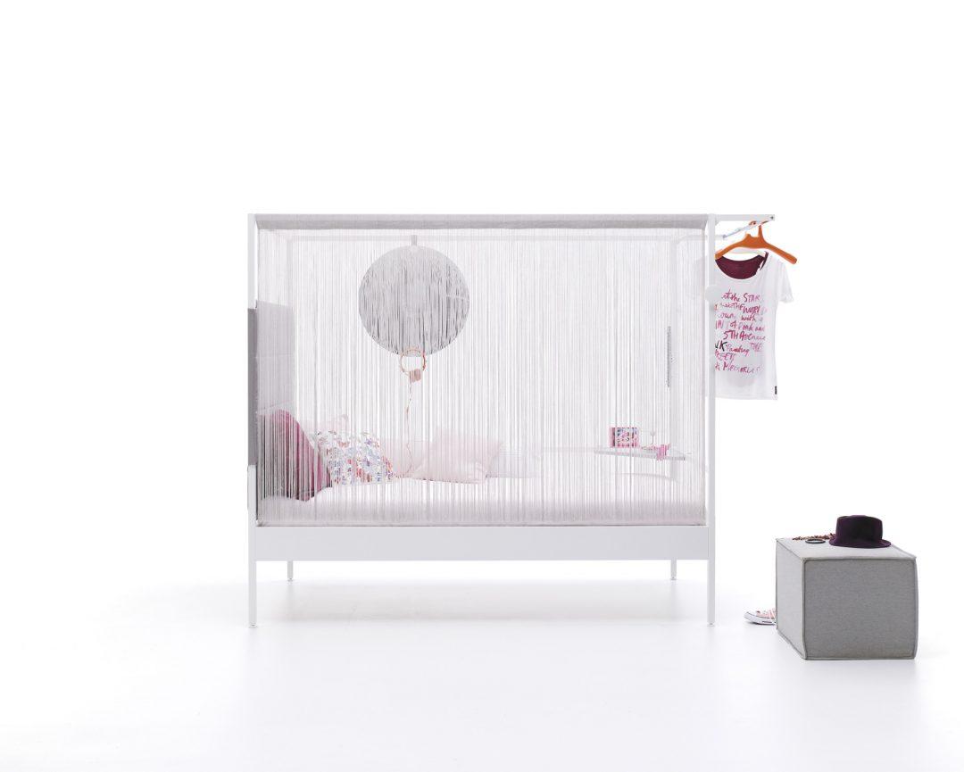 Nook con cortina flecos y cabezal acolchado