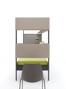 Detalle escritorio y módulo contenedor para cama con dosel de hierro