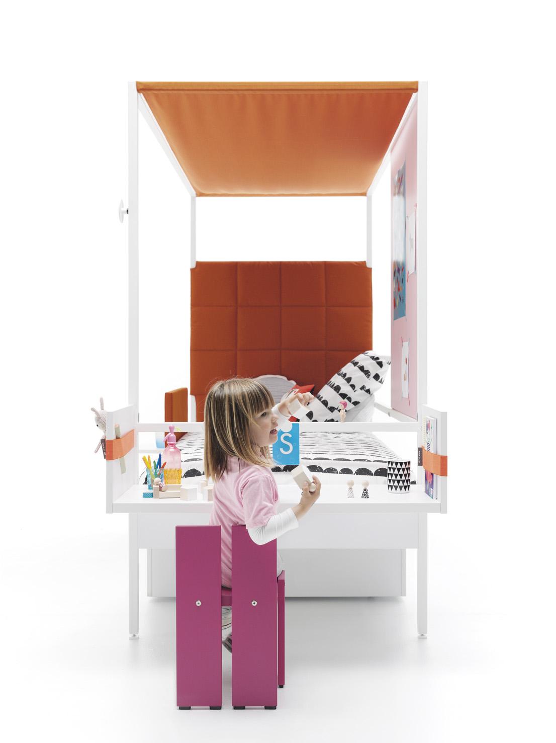 Una original y moderna estructura de cama capaz de construir un espacio diferente, íntimo y acogedor.